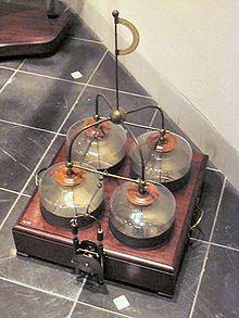Bốn bình tích điện Leyden ở Bảo tàng Boerhaave, Leiden, Hà Lan